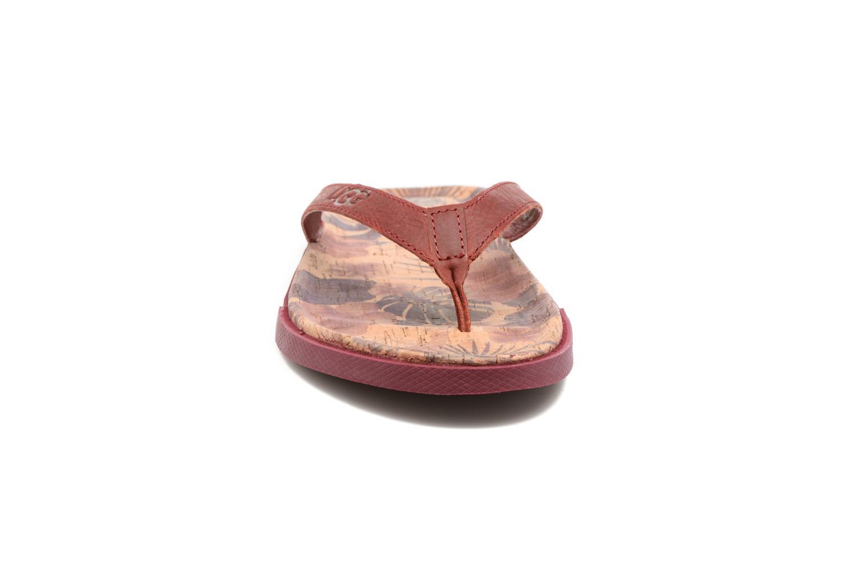 Tongs UGG Bennison Ii Hawaiian Cork Rouge vue portées chaussures