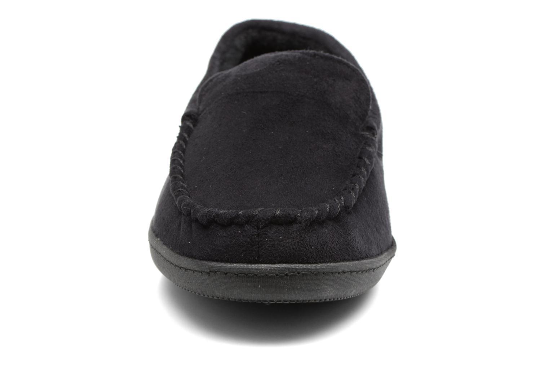 Chaussons Isotoner Mocassin ergonomique suédine Noir vue portées chaussures