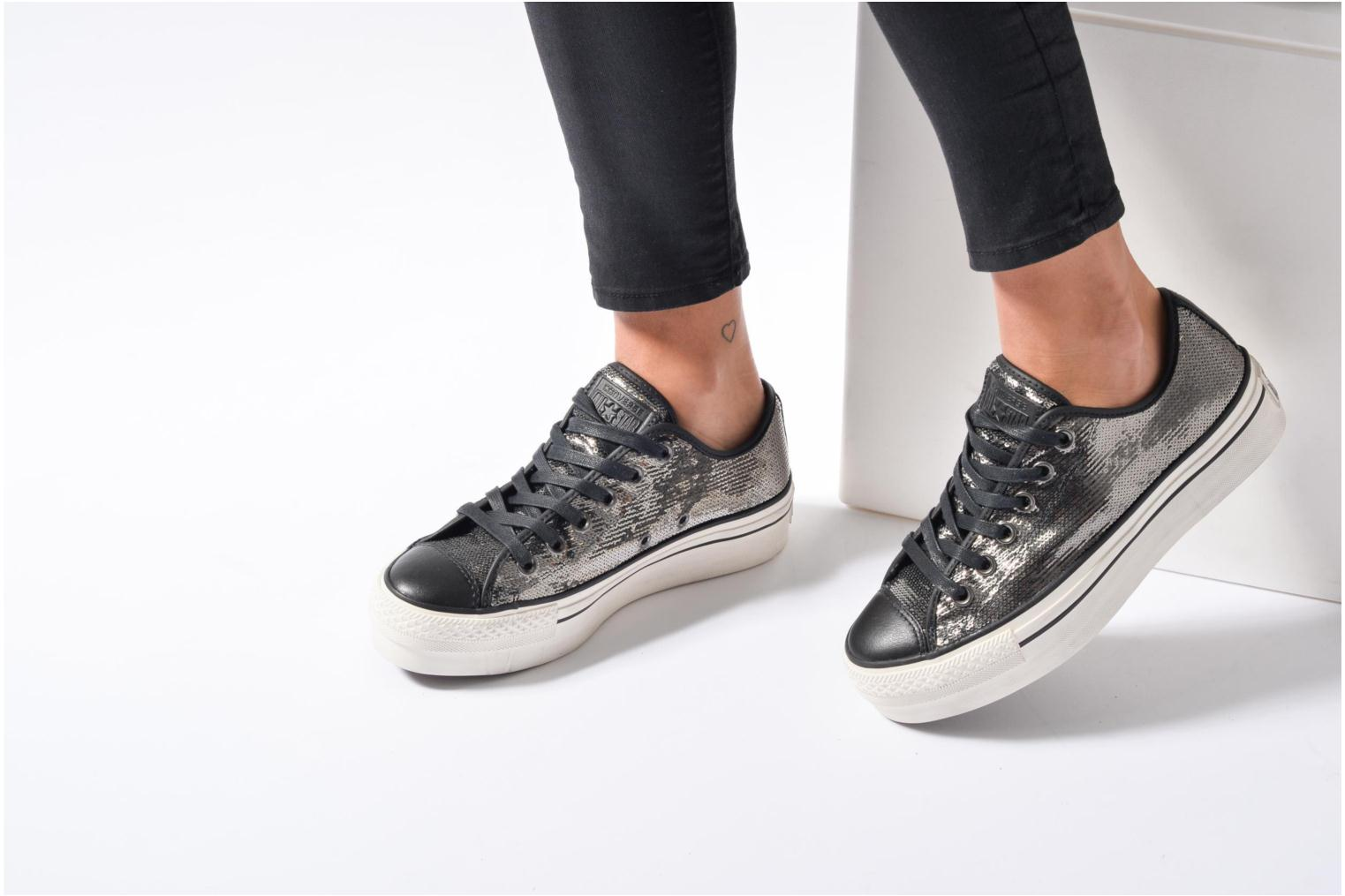 Baskets Converse Chuck Taylor All Star Plateform Distressd Ox Gris vue bas / vue portée sac