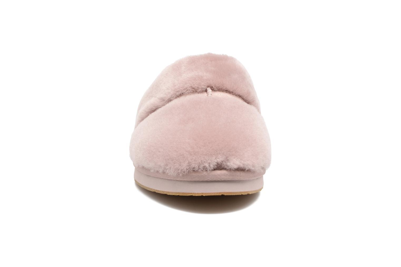 Chaussons UGG Dalla Violet vue portées chaussures
