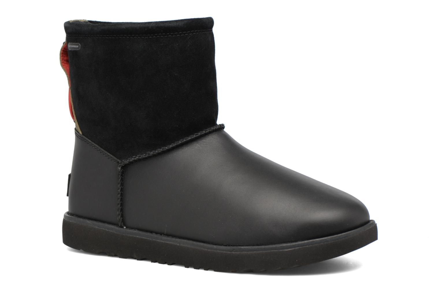Boots & wellies UGG Classic Toggle Waterproof Black detailed view/ Pair view