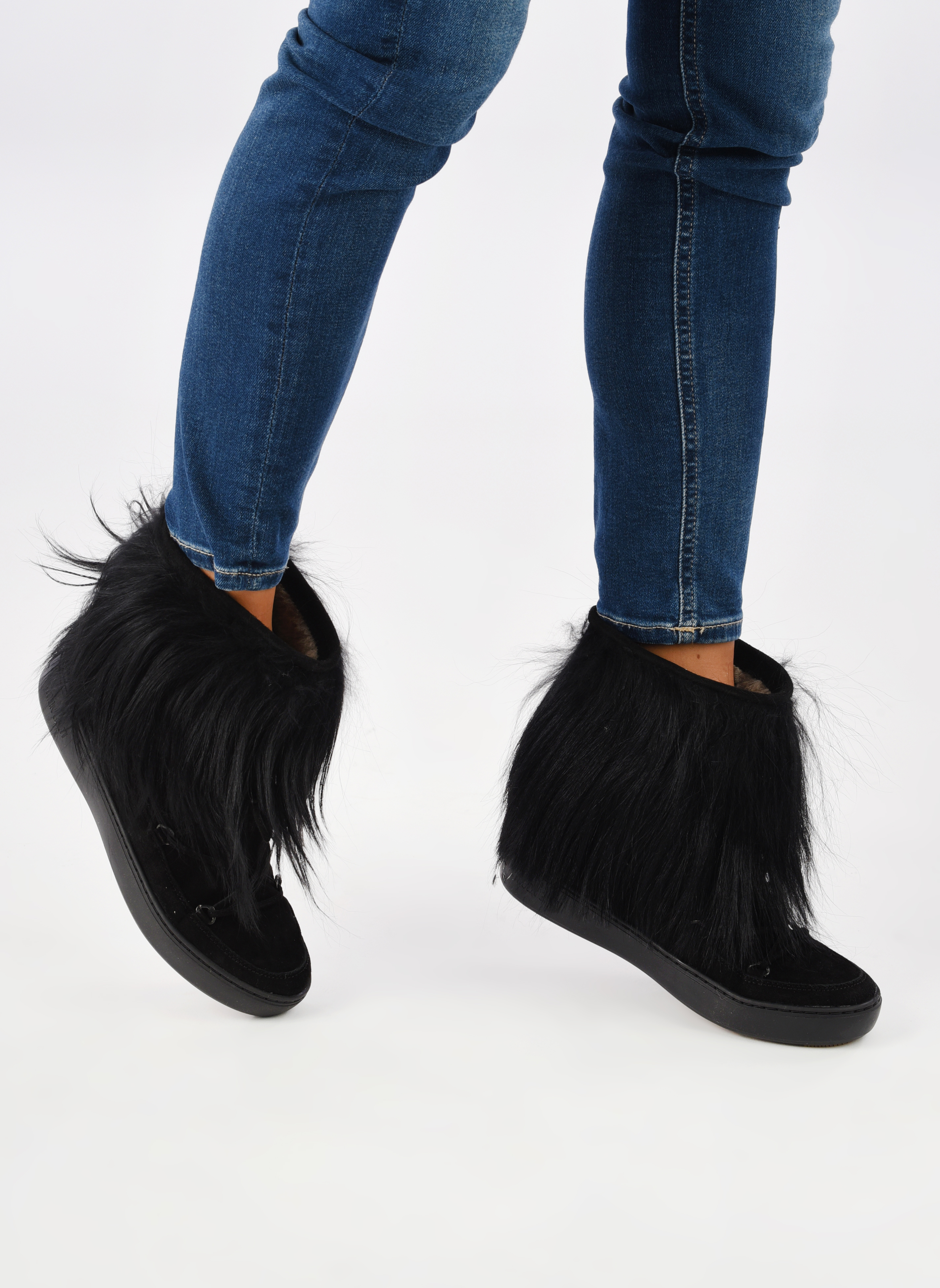 Sport shoes Moon Boot Pulse chalet Black view from underneath / model view