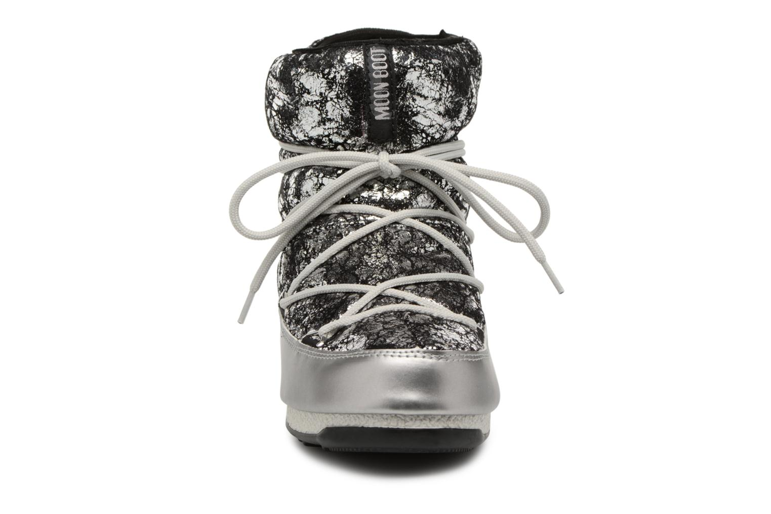 Sport shoes Moon Boot low crackled Silver model view