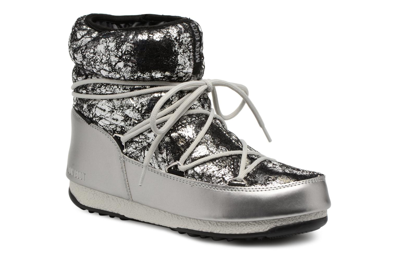 Sport shoes Moon Boot low crackled Silver detailed view/ Pair view