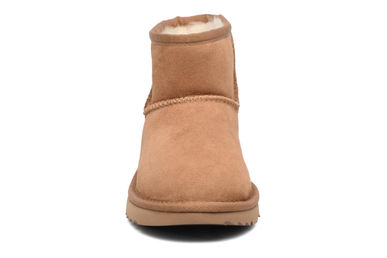 Bottes UGG Classic Mini II K Marron vue portées chaussures