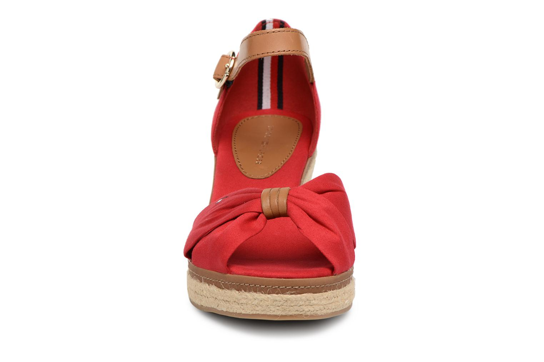 Espadrilles Tommy Hilfiger ICONIC ELBA SANDAL Rouge vue portées chaussures