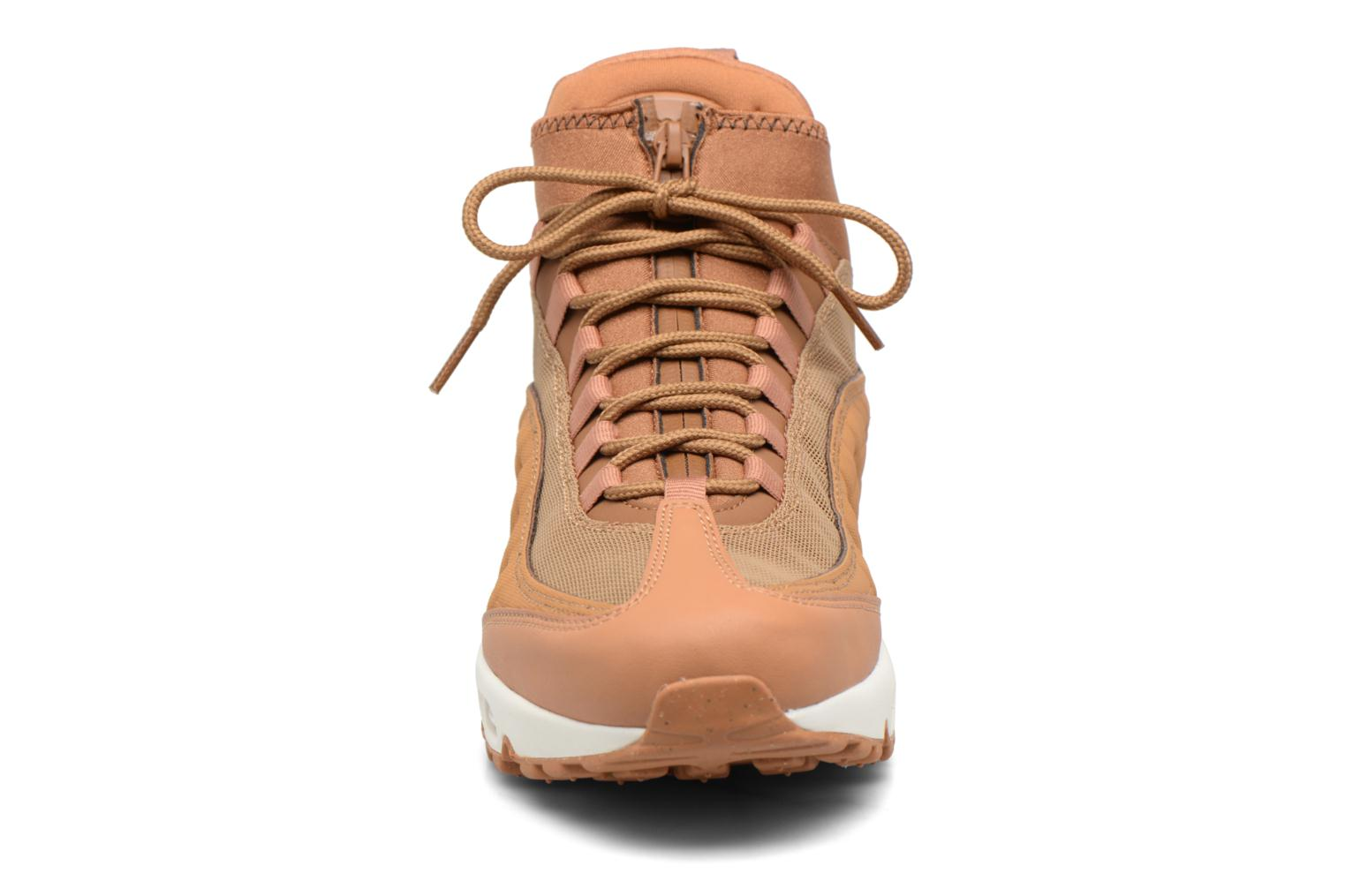 Baskets Nike Nike Air Max 95 Sneakerboot Marron vue portées chaussures