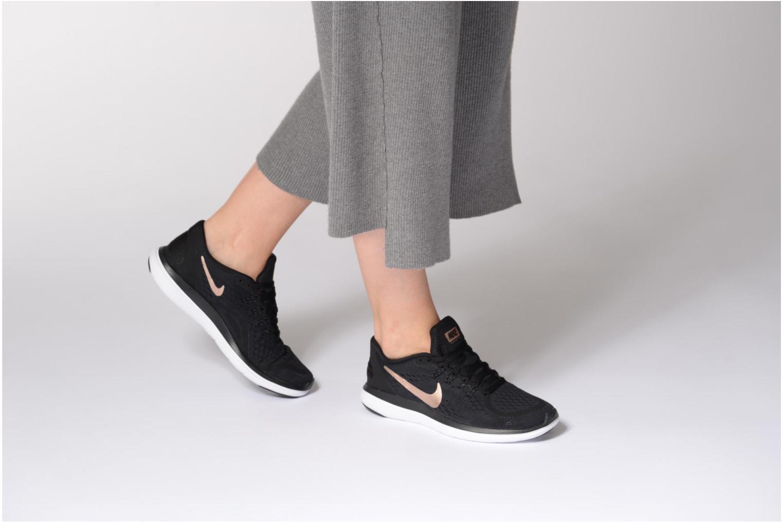 Chaussures de sport Nike Wmns Nike Flex 2017 Rn Noir vue bas / vue portée sac