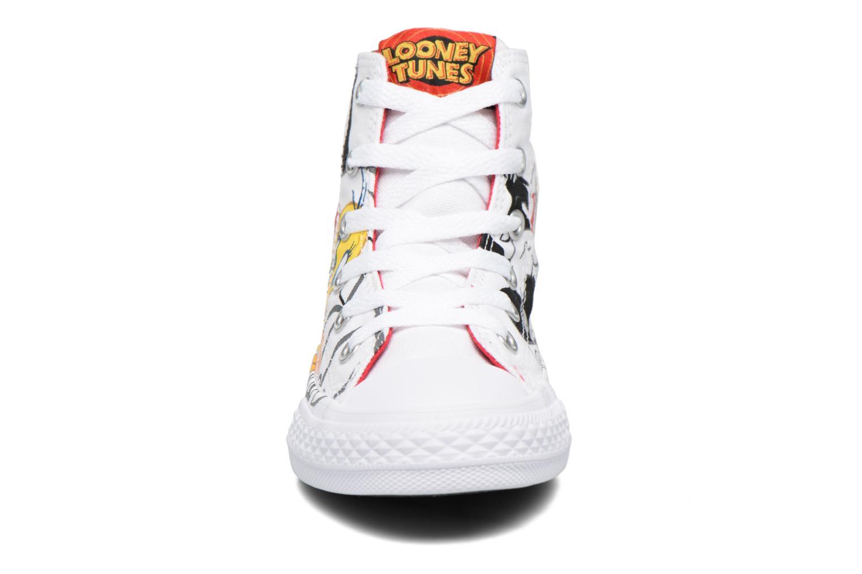 Baskets Converse Chuck Taylor All Star Hi Looney Tunes Blanc vue portées chaussures