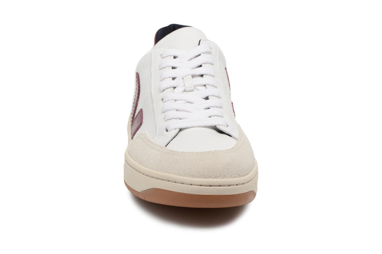 Baskets Veja V-12 W Beige vue portées chaussures