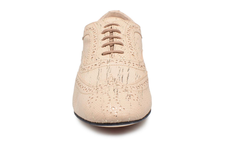 Chaussures à lacets Opéra national de Paris Olwen 1438 Beige vue portées chaussures