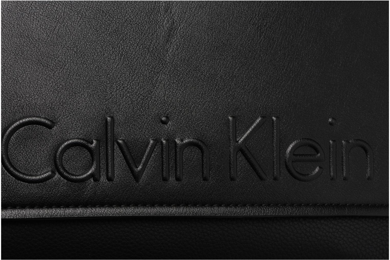 Herrentaschen Calvin Klein Elevated Logo Flat Crossover schwarz ansicht von links