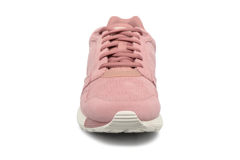Sneakers Le Coq Sportif Omega X W Summer Flavor Rosa modello indossato