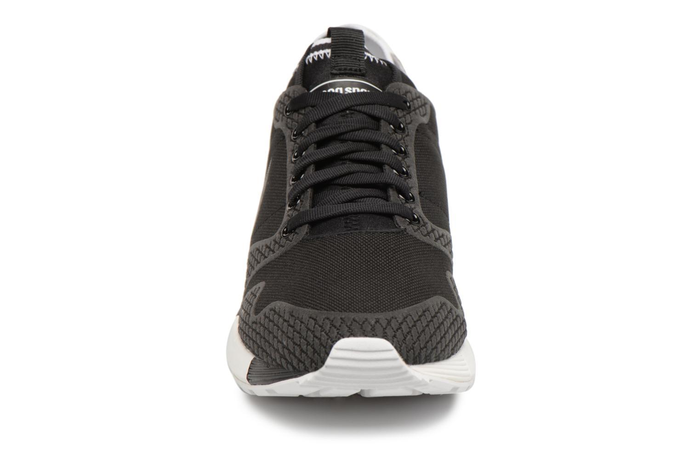 Sneakers Le Coq Sportif Omicron Tech Modern Zwart model