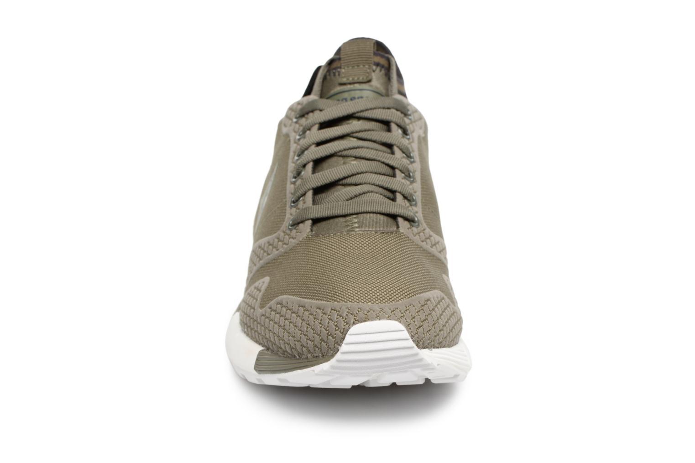 Baskets Le Coq Sportif Omicron Tech Modern Vert vue portées chaussures