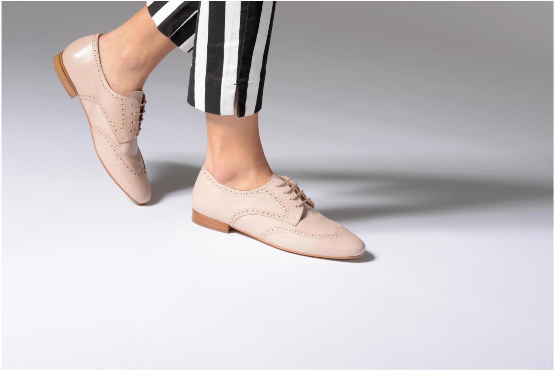 Chaussures à lacets Georgia Rose Taflora Beige vue bas / vue portée sac