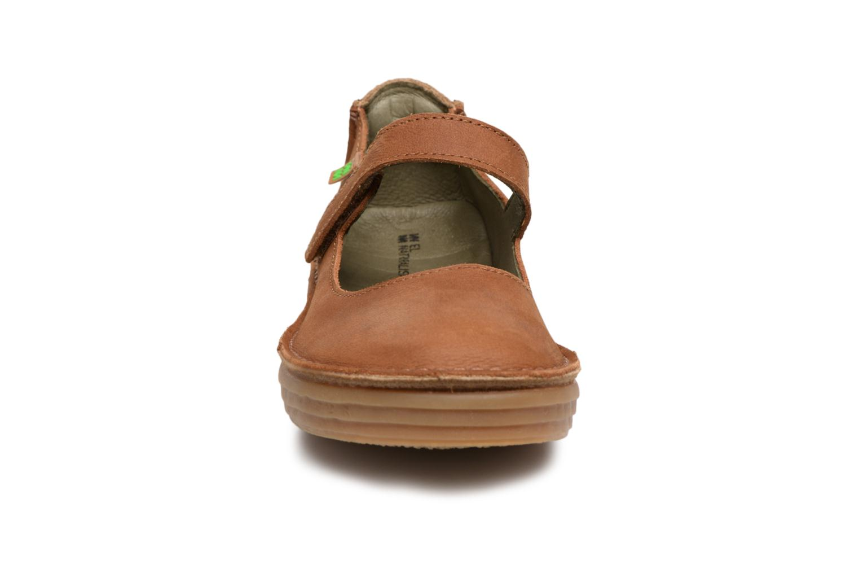Ballerines El Naturalista Ricefied N5041 Marron vue portées chaussures