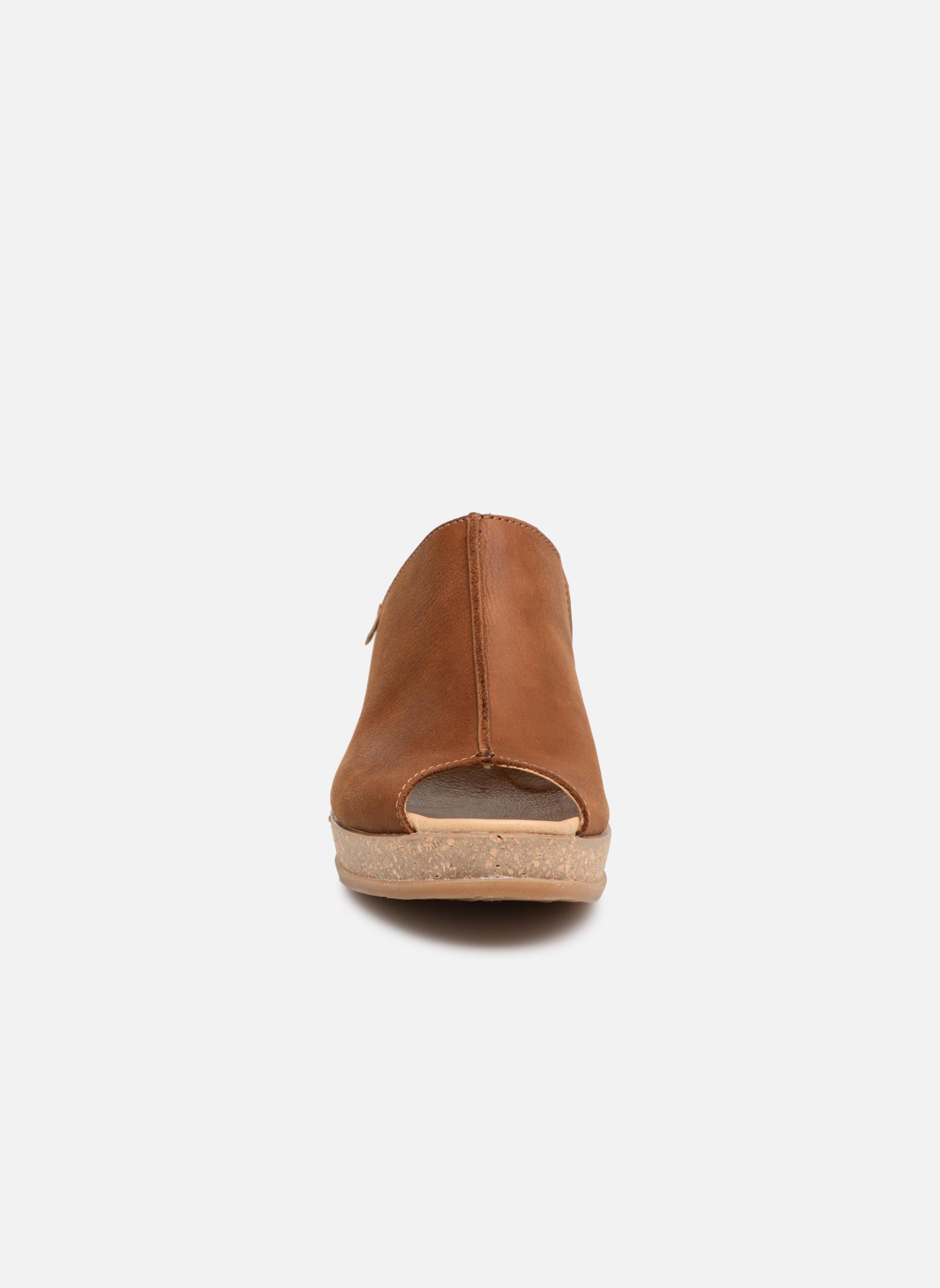 Mules et sabots El Naturalista Leaves N5005 Marron vue portées chaussures