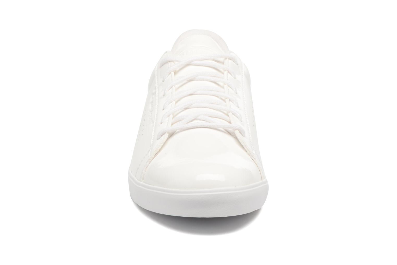 Baskets Le Coq Sportif Agate Lo Patent Blanc vue portées chaussures