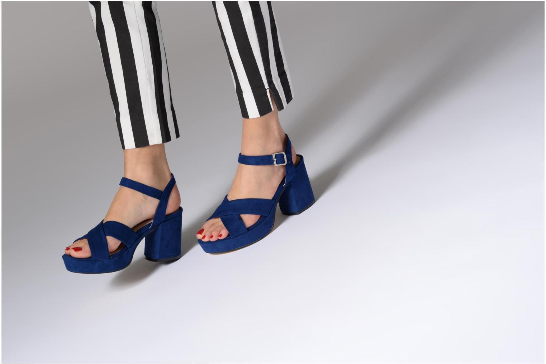 Sandales et nu-pieds MTNG Isquina Bleu vue bas / vue portée sac