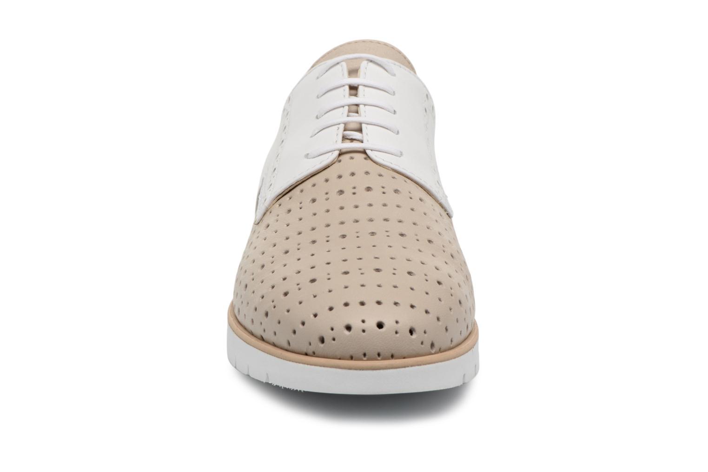 Chaussures à lacets Geox D KOOKEAN D D824PD Beige vue portées chaussures