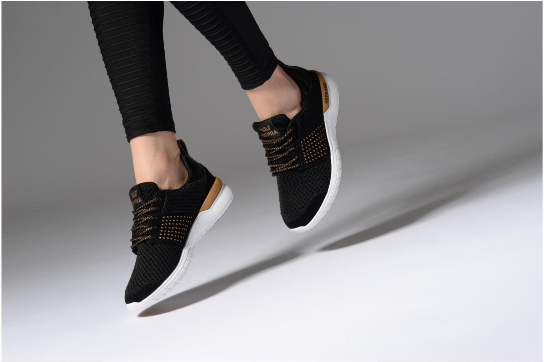 Baskets Supra Womens Scissor Noir vue bas / vue portée sac