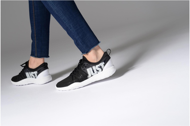 Sportschuhe Nike Wmns Nike Free Tr 7 Premium schwarz ansicht von unten / tasche getragen