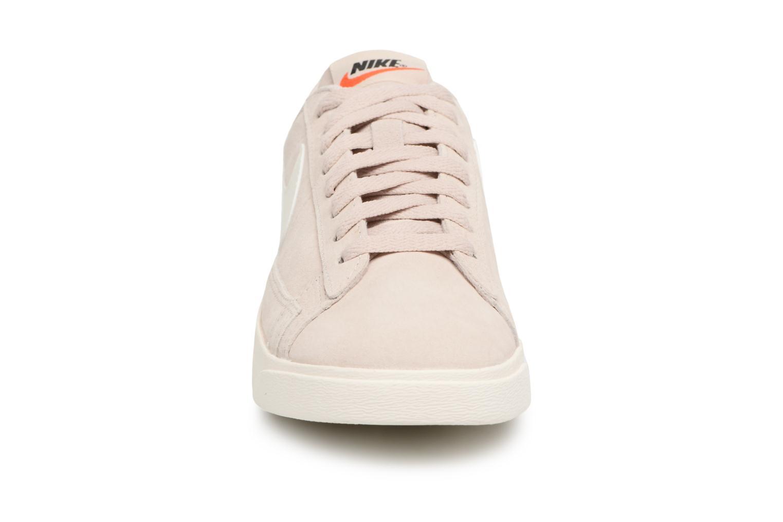 Baskets Nike W Blazer Low Sd Beige vue portées chaussures