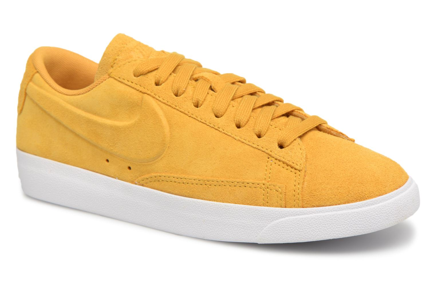 Nike W Blazer Low Sd (Jaune) - Baskets chez Sarenza (318801)