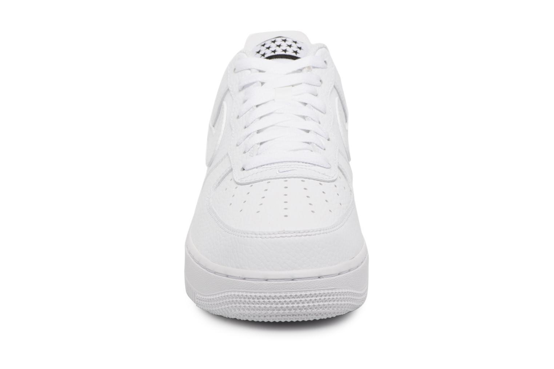 Baskets Nike Air Force 1 '07 Blanc vue portées chaussures