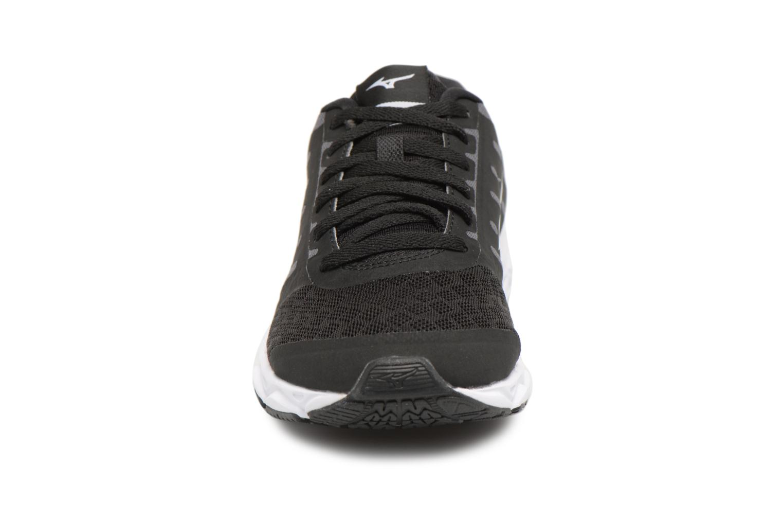 Chaussures de sport Mizuno MIZUNO EZRUN (W) Noir vue portées chaussures