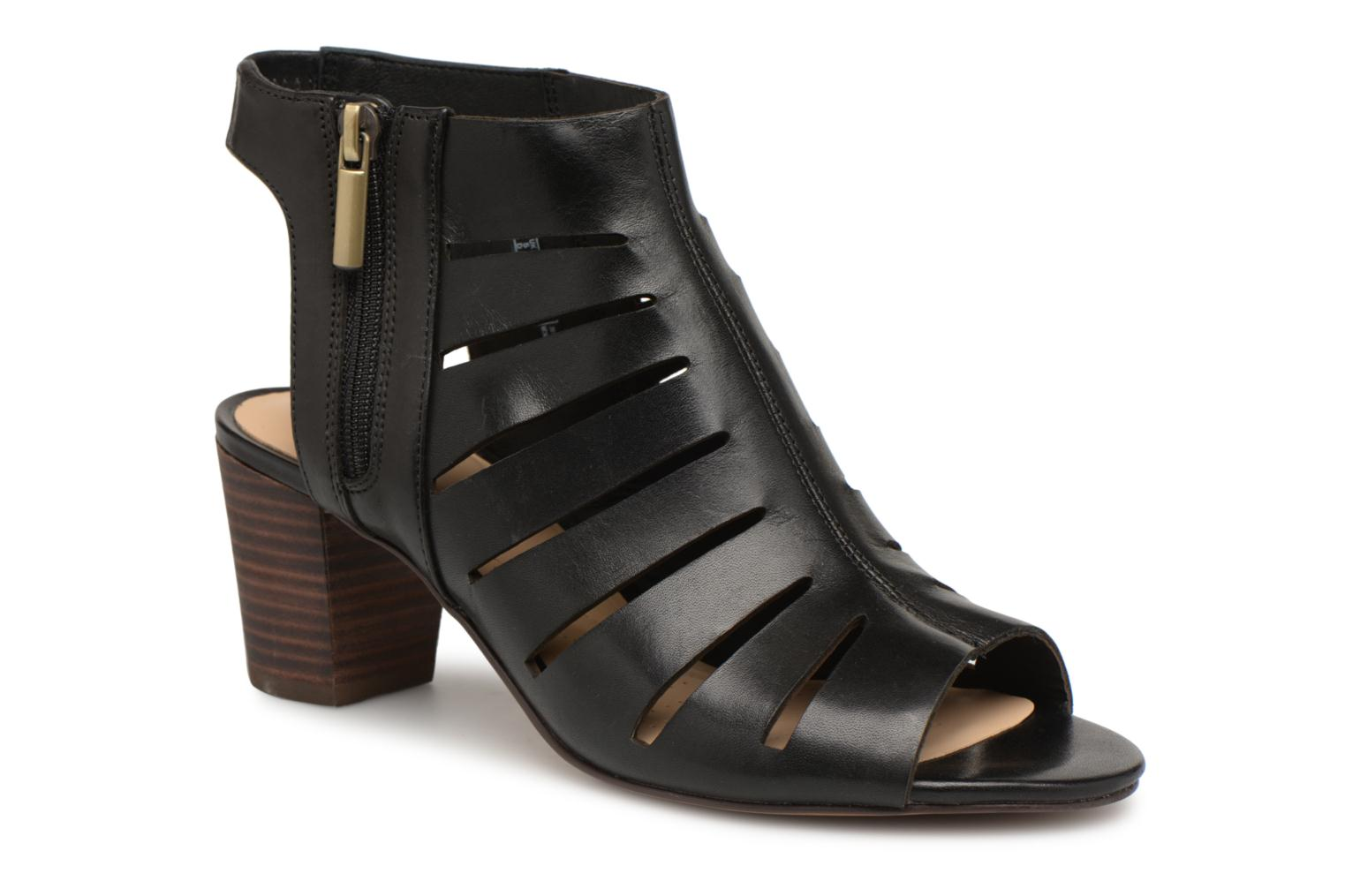 Sandals Clarks Deloria Ivy Black detailed view/ Pair view