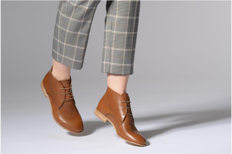 Chaussures à lacets Georgia Rose Anilace Marron vue bas / vue portée sac