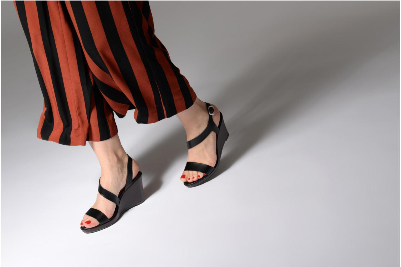 Sandales et nu-pieds Georgia Rose Esbloca Noir vue bas / vue portée sac