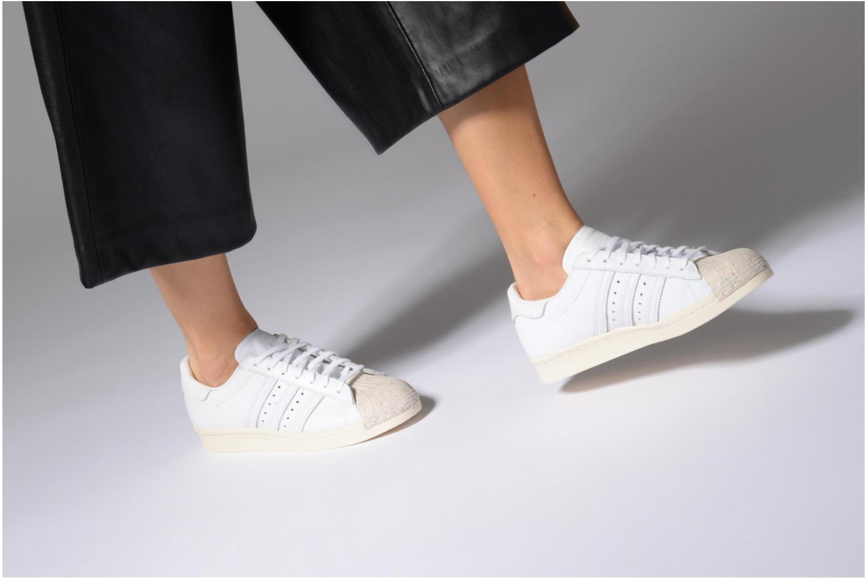 Baskets Adidas Originals SUPERSTAR 80s CORK Blanc vue bas / vue portée sac