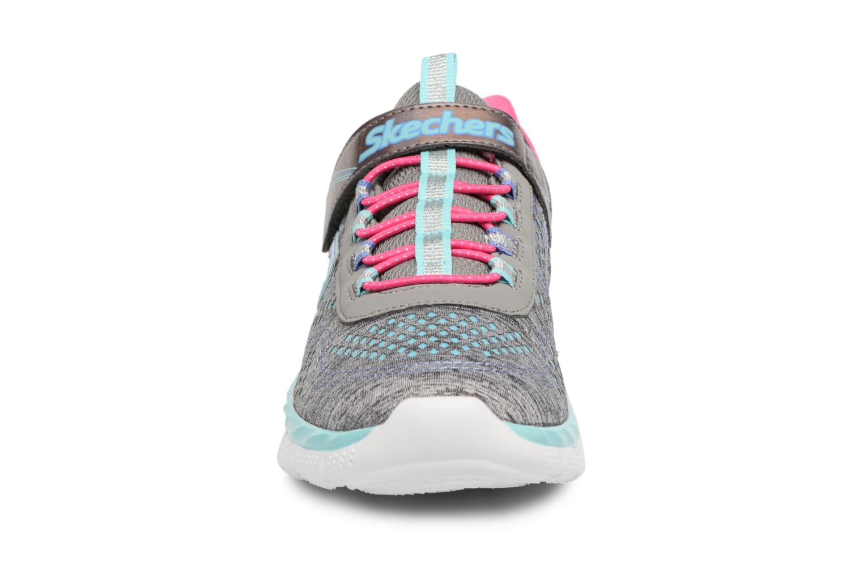 Sneakers Skechers Air Appeal Crazy Crush 2 Grigio modello indossato
