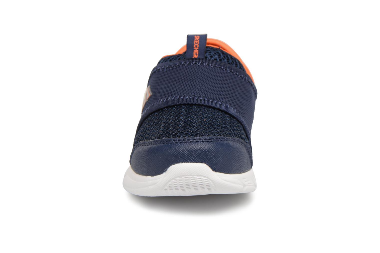 Sneakers Skechers Comfy Flex Azzurro modello indossato