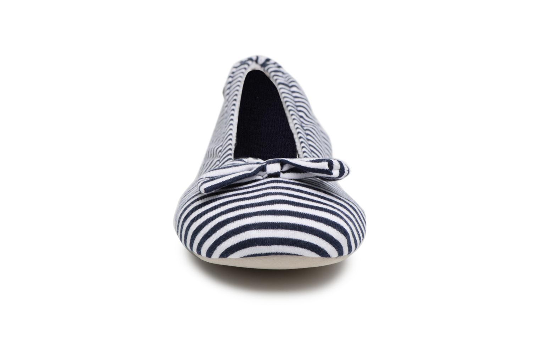 Chaussons Isotoner Ballerine jersey grand nœud Bleu vue portées chaussures