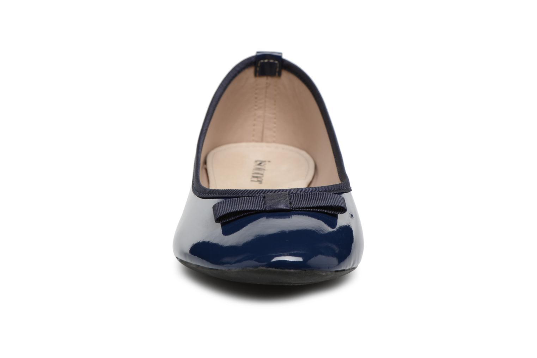 Ballerines Isotoner Ballerine vernie 2 Bleu vue portées chaussures