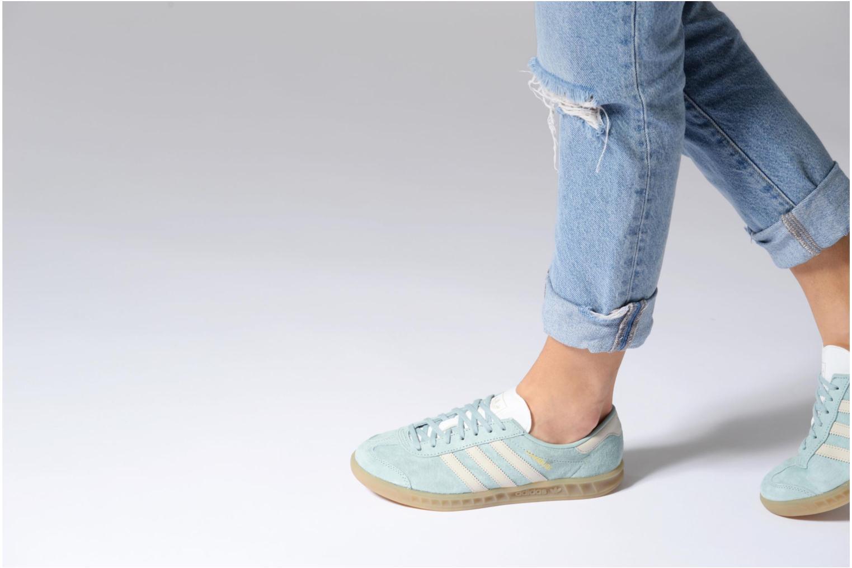 Baskets Adidas Originals HAMBURG W Bleu vue bas / vue portée sac