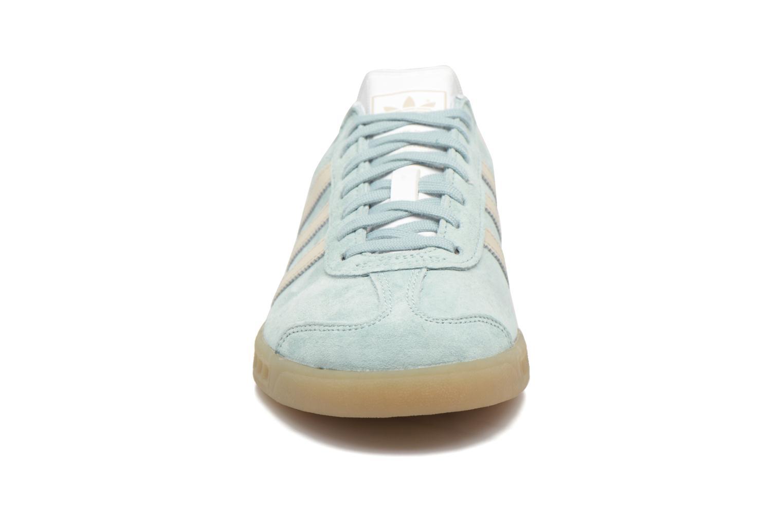 Baskets Adidas Originals HAMBURG W Bleu vue portées chaussures