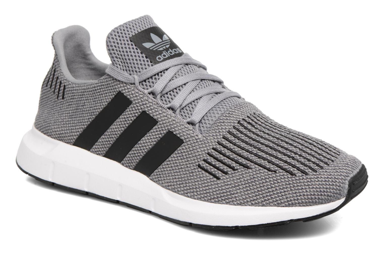 Baskets Adidas Originals Swift Run Gris vue détail/paire