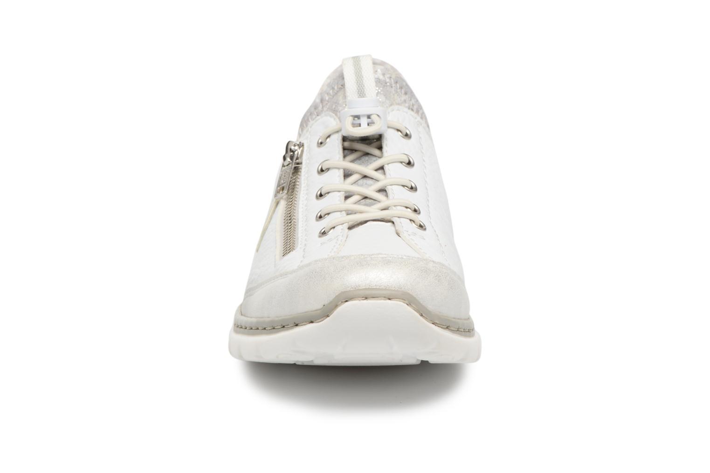 Baskets Rieker Chaya L3263 Blanc vue portées chaussures
