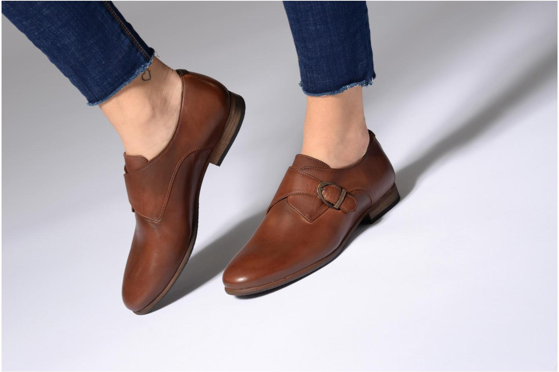 Chaussures à lacets Kickers GAMBETTA Marron vue bas / vue portée sac