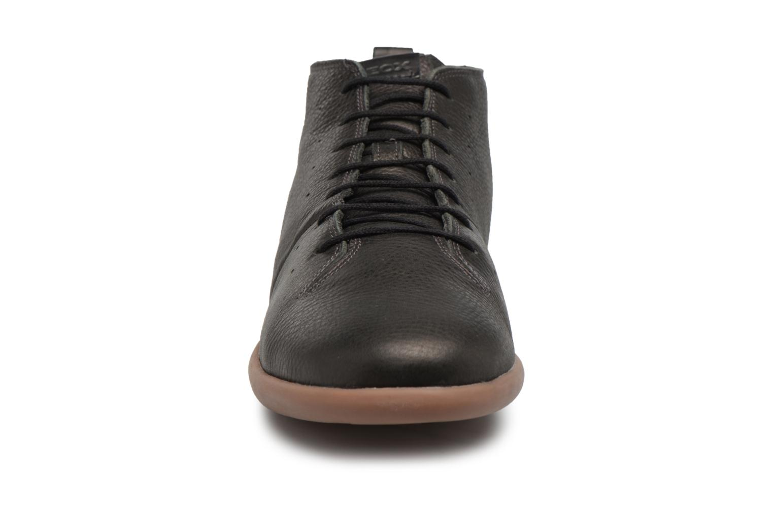 Sneakers Geox U NEW DO A Nero modello indossato
