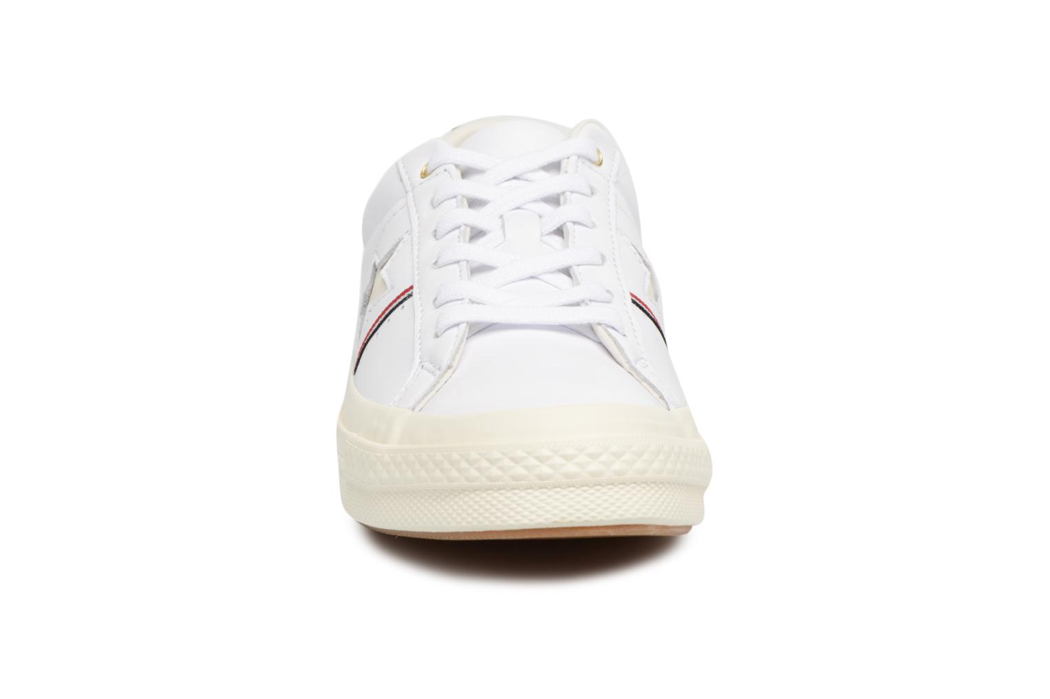 Baskets Converse One Star Piping Pack Ox W Blanc vue portées chaussures