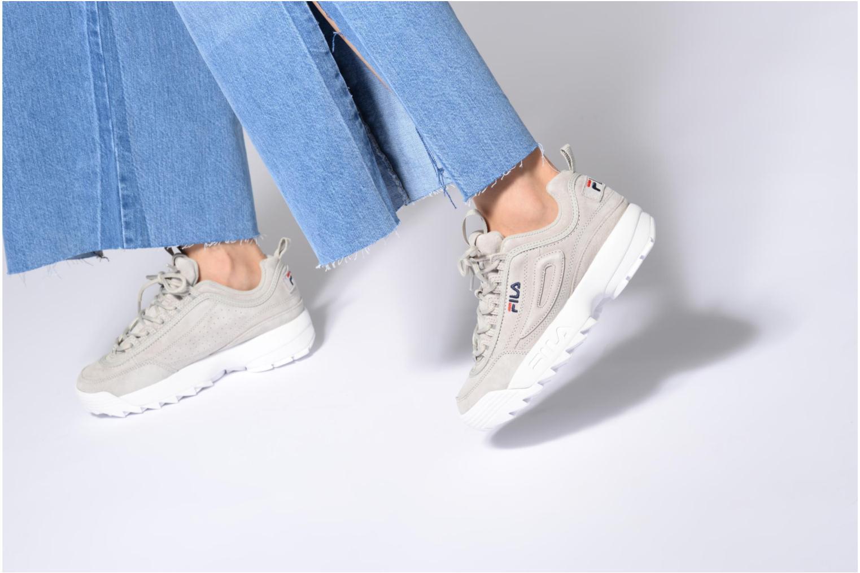 Sneaker FILA Disruptor Suede grau ansicht von unten / tasche getragen