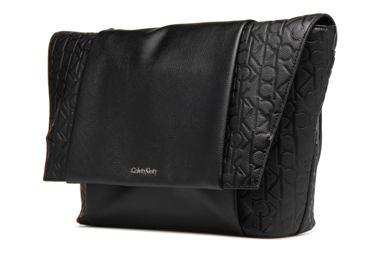 Sacs homme Calvin Klein MEDIUM SHOULDER BAG Noir vue portées chaussures