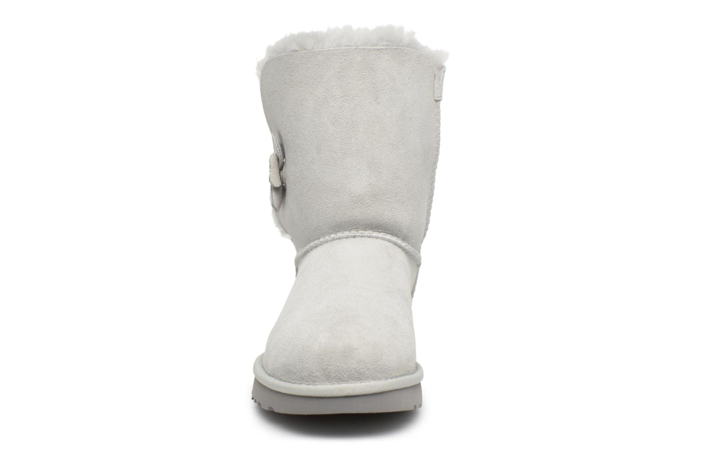 Bottes UGG Bailey Button Poppy Gris vue portées chaussures